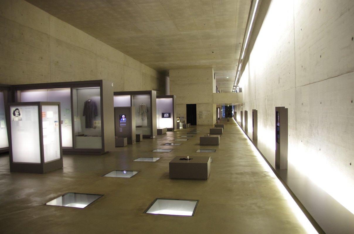 Gedenkstätte_Bergen-Belsen_09